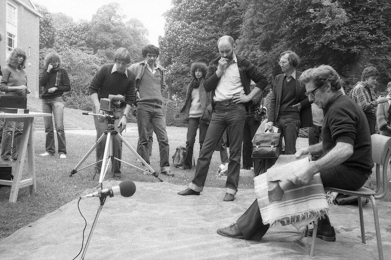 Jacques Tixier demonstrates during the Prehistory and lithic technology conference, Tervuren 1980.